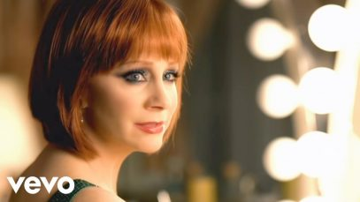 Reba-McEntire-Kelly-Clarkson-Because-Of-You-attachment