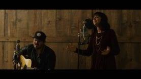 Meredith Andrews – Lamb Of God (Live + Acoustic)