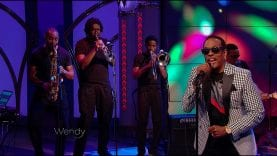 """Charlie Wilson Performs """"Outstanding"""""""