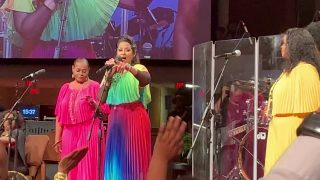 Dorinda-Clark-Cole-Preaching-attachment