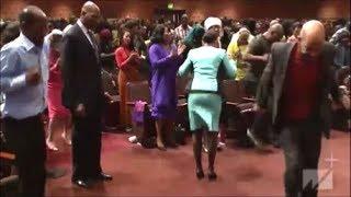 Pastor-Donnie-McClurkin-Powerful-Testimony-and-Praise-Break-Altar-Call-West-Angeles-COGIC-2019-attachment